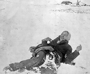 El jefe Big Foot yace muerto en la nieve